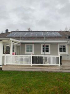 Hus med solcellsanläggning på taket